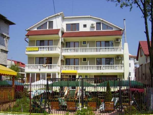 Hotel Roxy si Mario