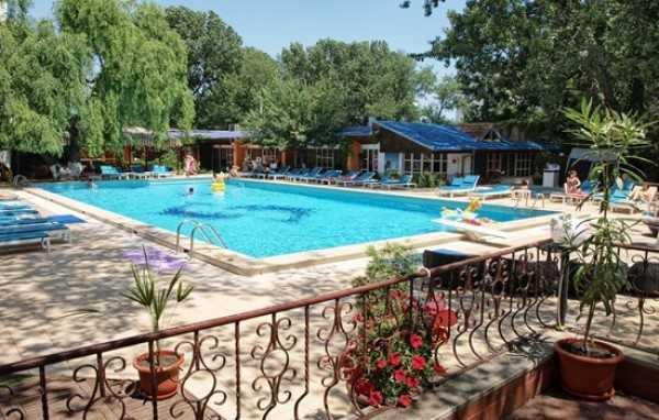 Hotel majestic mamaia oferta de cazare 2018 litoralul for Hotel cu piscina