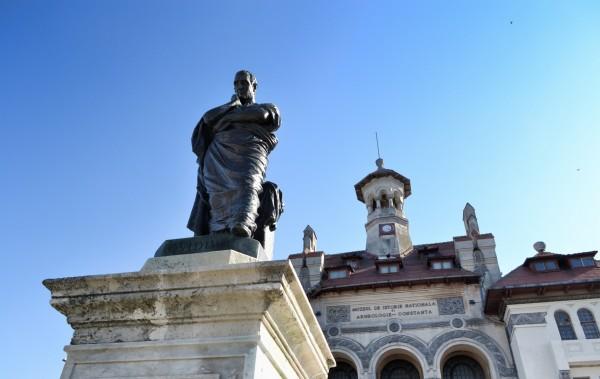 Statuia lui Ovidiu Constanta