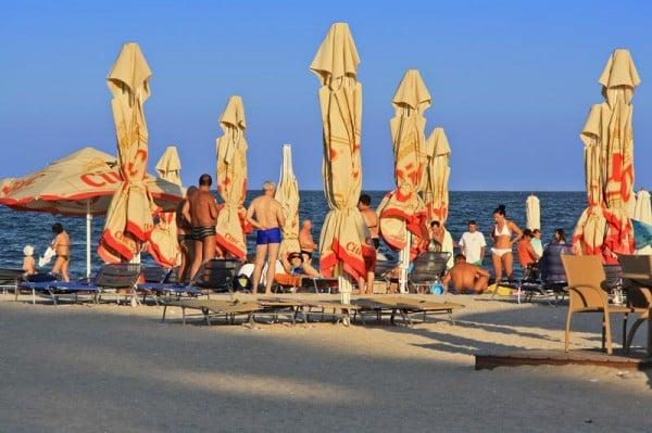 Turisti pe plaja din Mamaia