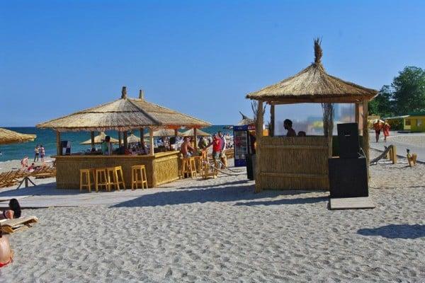 Bar pe plaja, La Steaguri