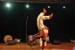 Dansand pe ... maini. Zona Cazino, Mamaia