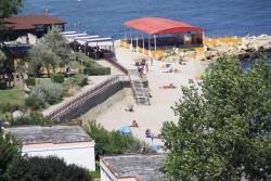 Terasa cu linie de autoservire pe plaja din Costinesti